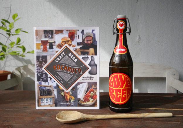 Kochen mit Weizenbier-Buch und Bier